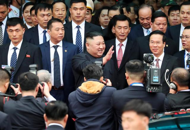 金正恩抵达越南同登站  受到热烈欢迎
