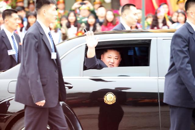 金正恩乘专车前往越南首都河内