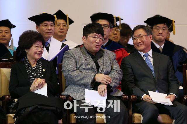 [포토] 축사 마친 방시혁, 안도의 한숨