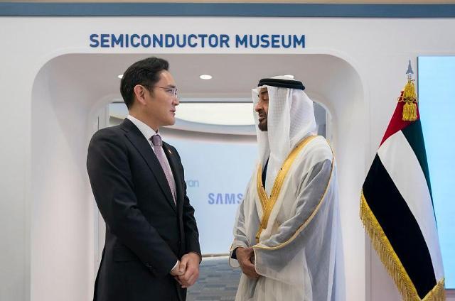 阿联酋阿布扎比王储参观三星工厂