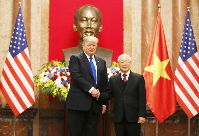 特朗普会见越南主席阮富仲