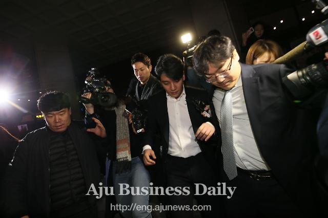 BIGBANG member Seungri back home after overnight police interrogation