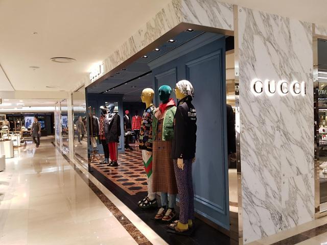백화점 불황 탈출 3대 키워드는 '男 그루밍족·명품·온리원'