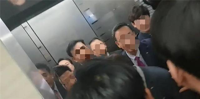 [영상]당선되자마자 도망치는 김기문 중기중앙회장