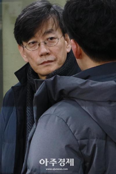 '손석희 폭행 고소' 프리랜서 기자 김웅, 오늘 아침 경찰 출석