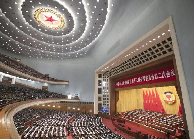 """中国正式进入""""两会时间"""" 经济政策备受外媒关注"""