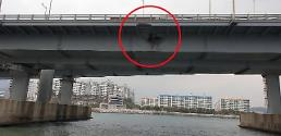 .俄船长醉酒架货轮撞釜山大桥被捕.