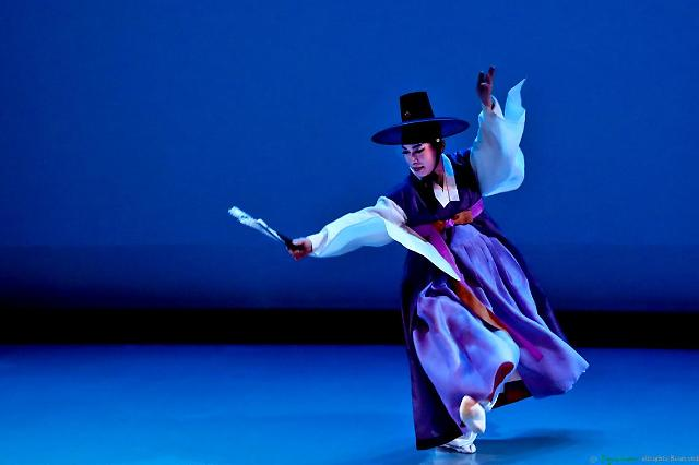 """传统舞""""传男不传女""""是否为性别歧视 釜山市与人权机构各执一词"""