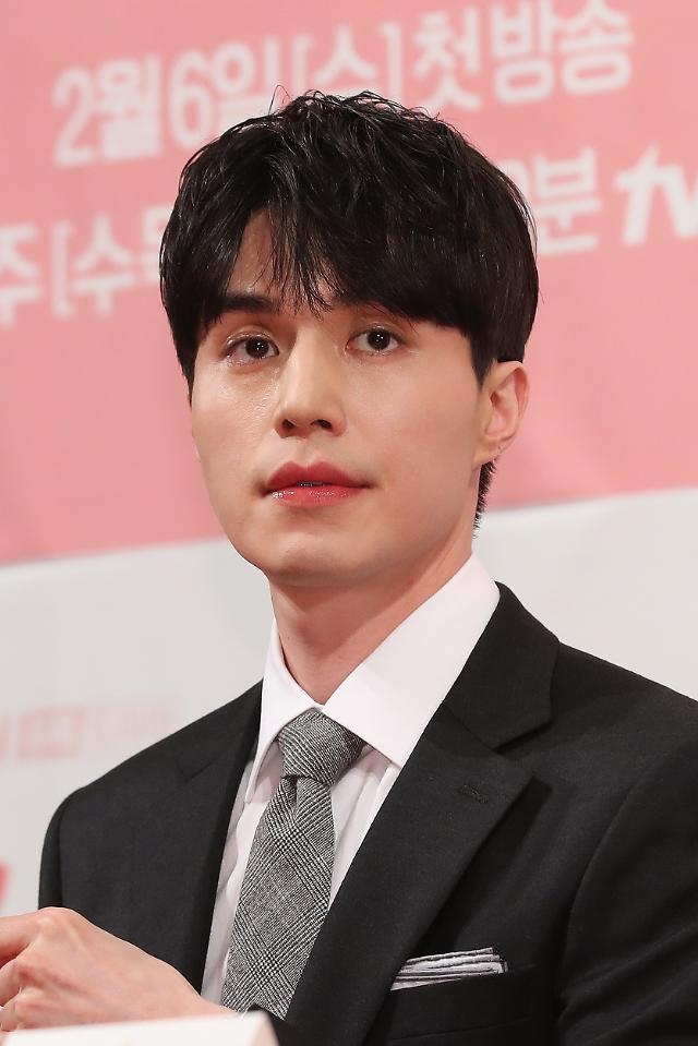 Actor Lee Dong-wook to become new MC for new season of popular music survival show