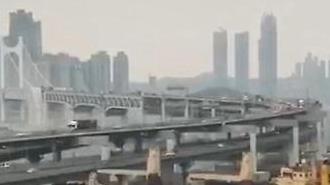 Tàu hàng Nga đâm vào cầu treo dài nhất Hàn Quốc