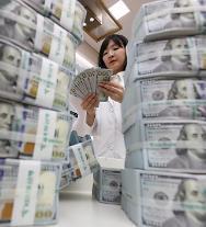 2月末の外貨準備高、ドル高で4ヵ月ぶりに減少・・・8億4千万ドル減った4千46億7千万ドル