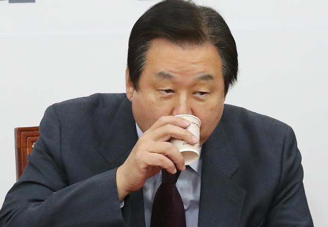 [포토] 물마시는 김무성 의원