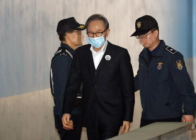 韩国前总统李明博被捕349天后被保释