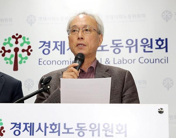 经济社会劳动委员会内部意见不一 文在寅取消出席