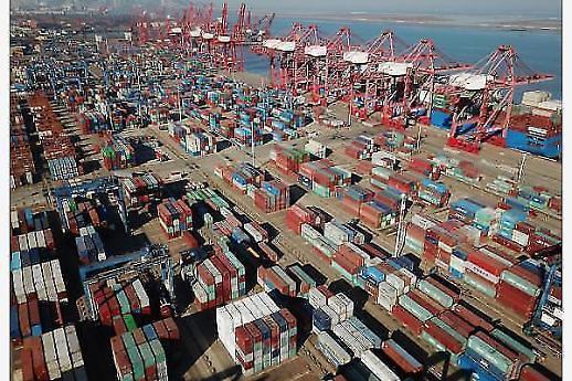 중국 2월 수출 두 자릿수 감소…중국증시도 폭락