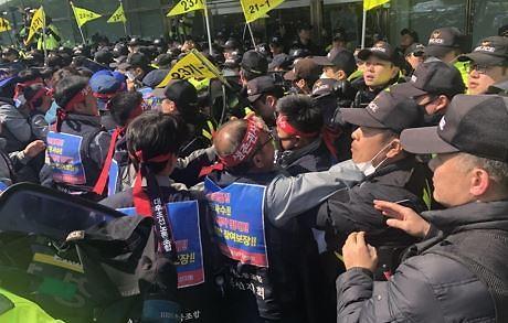 대우조선 민영화...노조 매각 반대 대규모 시위