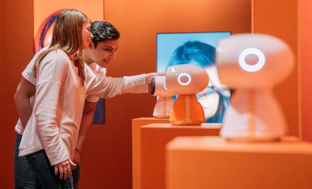 LG전자, 세계 최대 음악·영화·기술 축제서 로봇 등 혁신 기술 선보여
