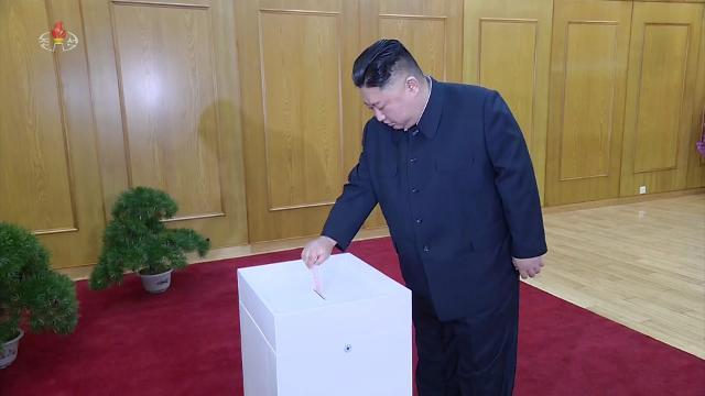 김정은도 최고인민회의 대의원 투표…北참여율 92% 넘겨