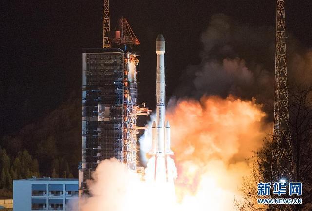 [중국포토]中 창정 운반로켓 300번째 발사...우주역사 新 이정표