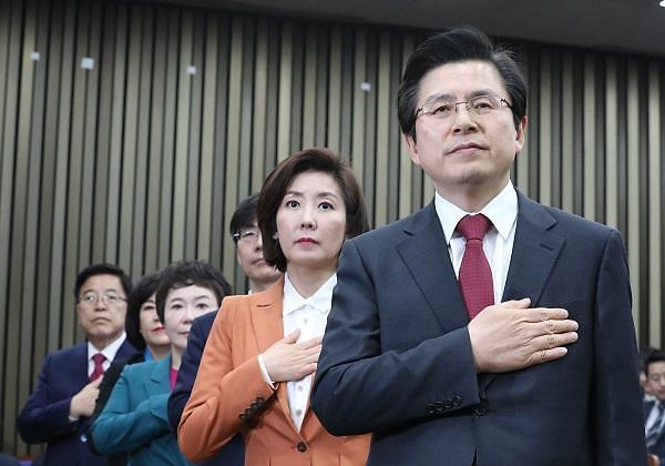 民调:自由韩国党的支持率首次恢复到30%