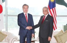.文在寅同马来西亚总理马哈蒂尔举行会谈.