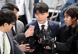 .BIGBANG胜利到首尔地方警察厅接受调查.