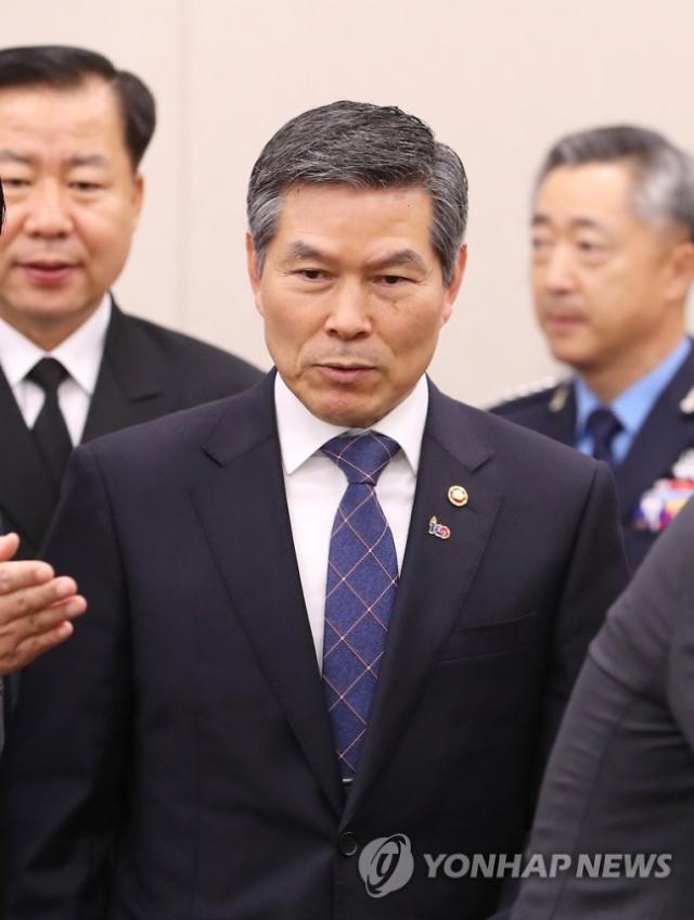 """정경두 국방장관 """"승리, 입영 연기 안돼... 경찰 공조로 엄정 처리"""""""