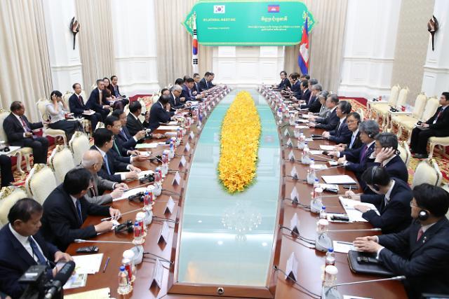 """[아세안 3개국 순방] 文대통령 """"캄보디아, 新남방정책 중요한 파트너"""""""