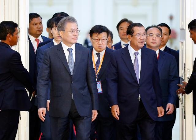 [아세안 3개국 순방] 한·캄 비즈니스 포럼…文대통령, 3대 경제협력 방안 제시