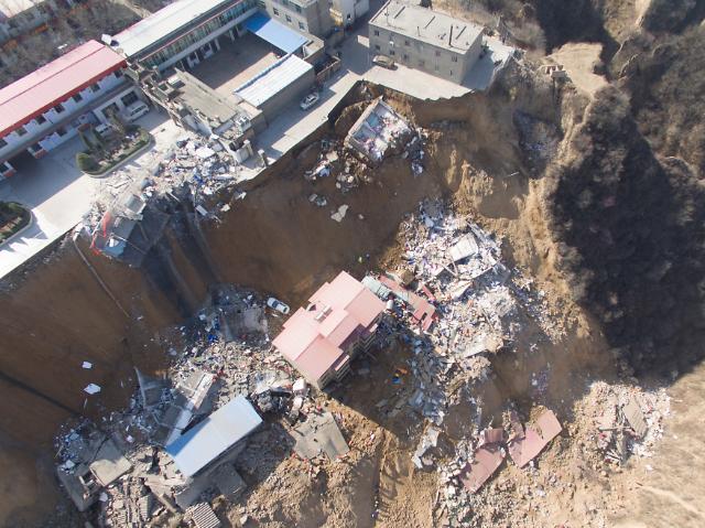 [중국포토] 산사태로 폭삭 내려앉은 마을