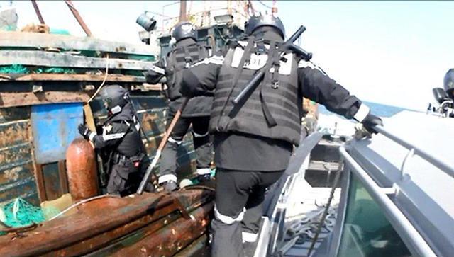 韩海警扣押一中国渔船