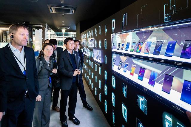 삼성, 작년 스마트폰 매출 비중 20% 못넘어···화웨이 맹추격