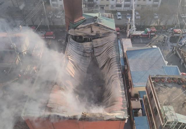 [포토] 군산 화재, 내려앉은 교회 지붕