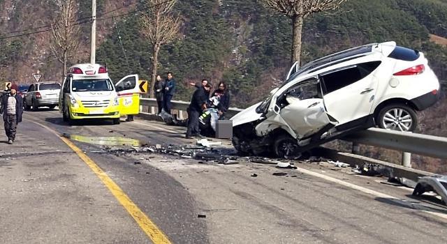 [포토] 정선 교통사고, 가드레일에 걸린 승용차