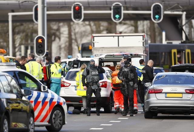 네덜란드 트램안에서 총격으로 사상자 다수…테러 가능성
