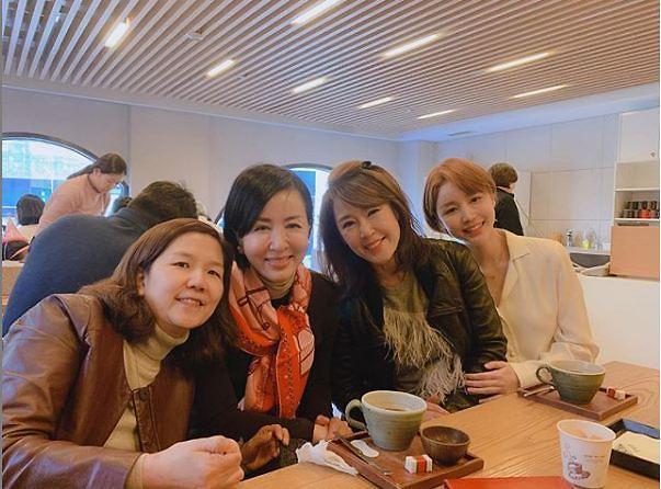"[#SNS★] 윤진이, 하나뿐인 내편 출연자들과 찍은 사진 보니 ""웃음 모습이 천사"""