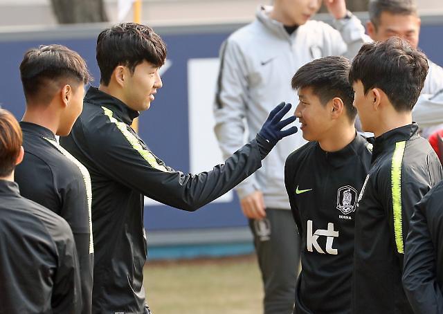 李康仁:很荣幸与孙兴慜前辈一起踢球