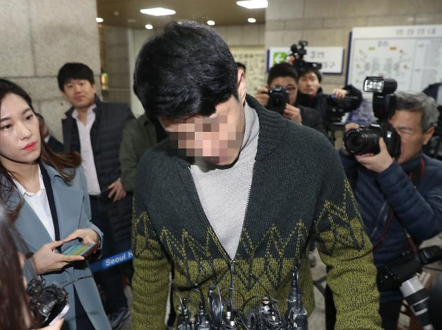 """경찰 """"버닝썬 대표, 미성년 클럽 출입사건 개인 돈으로 무마"""""""