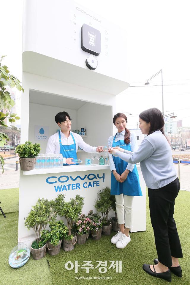 [포토] 코웨이, 세계 물의 날 맞아 도심 속 워터카페 오픈
