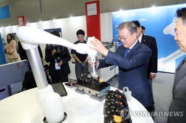 文대통령 대구, 로봇산업 중심도시 될 것