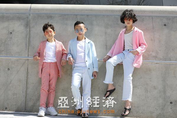 潮娃萌宝现身2019首尔时装周