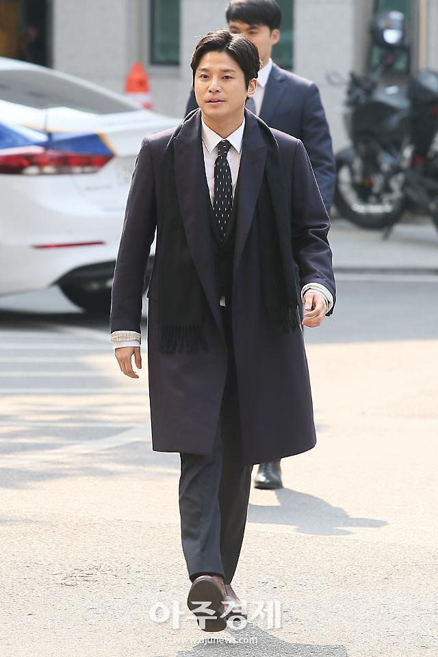 """警方对""""金尚教施暴""""事件证人进行调查 系郑俊英被捕后首次"""