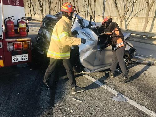 경부 고속도로 사고, 버스·승용차 4중 추돌…인명 피해는