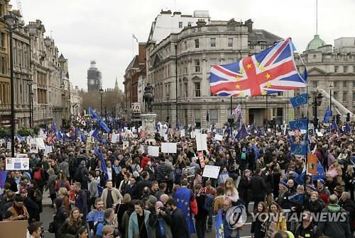 런던서 브렉시트 반대 대규모 시위...이미 英경제는 만신창이