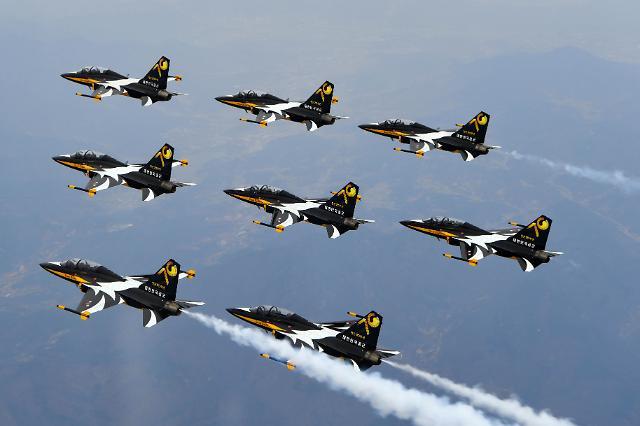 [포토] 블랙이글스, 공군 창군 70주년 축하 비행
