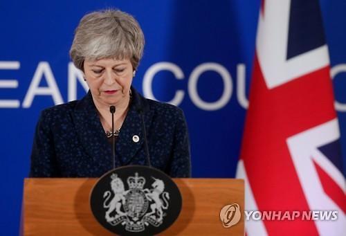 英각료들, 메이 총리 공개 지지..내각 쿠데타설 가라앉나