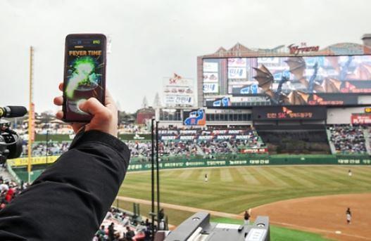 야구장에 비룡이…프로야구 개막 맞춰 통신업계 5G서비스 경쟁