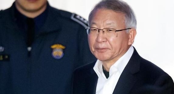 '사법농단' 양승태, 재판 시작…치열한 법정 공방