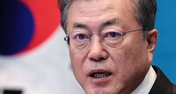 문재인 대통령 지지율 '골든크로스' 눈앞…왜?