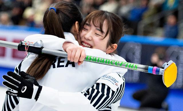 [광화문갤러리] 컬링 새역사 쓴 리틀 팀킴, 일본 꺾고 세계선수권 첫 메달 쾌거